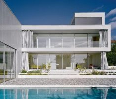 Luxurious White House for Outstanding Dream House Design