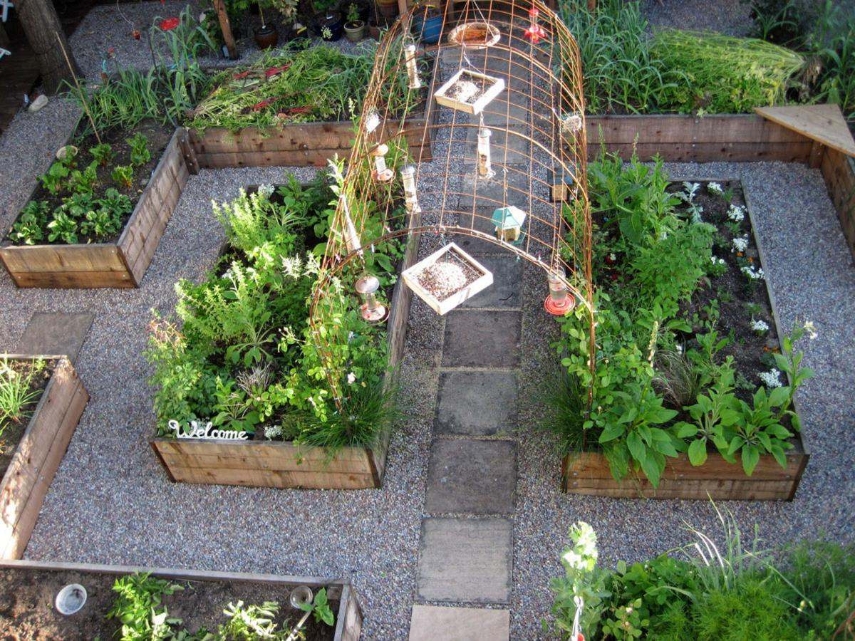 fancy small kitchen garden design ideas