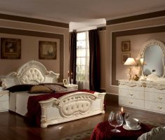 modern queen bedroom sets with red blanket and ivory mattress