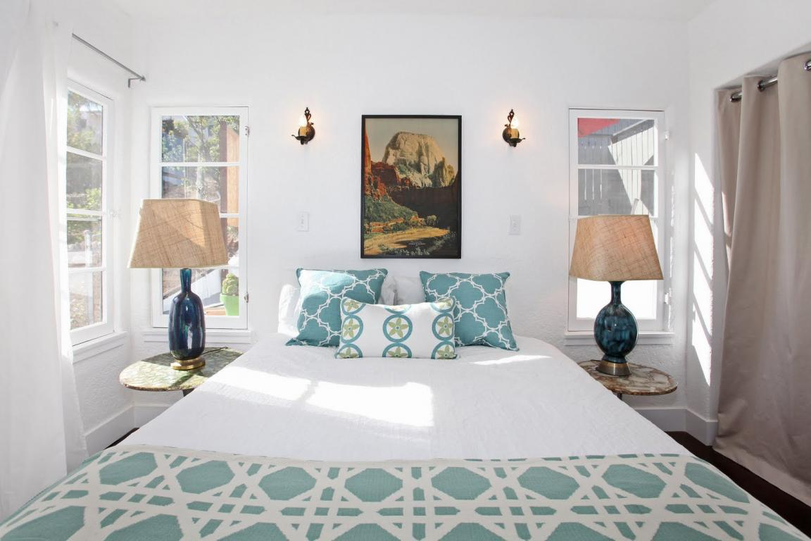 wonderfull small bedroom space with blue bedroom table