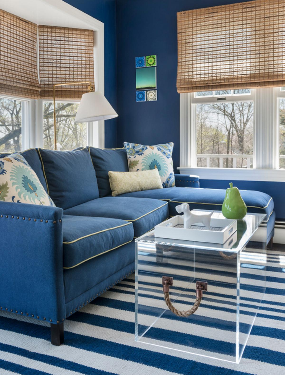 Enchanting blue living room inspirations for Blue and white sofa