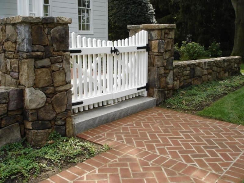 Cute tiny white wooden front gate designs for small house for Small house gate design