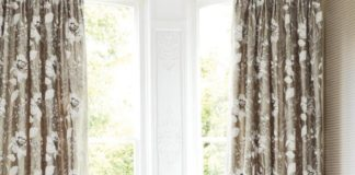 small-livng-room-with-modern-window-treatments-and-beautiful-floral-curtain