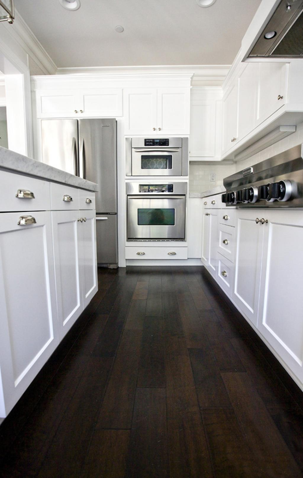 Wood floors in modern kitchen for Hardwood floors kitchen