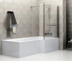 white bathroom tiles floor with marble tile wall