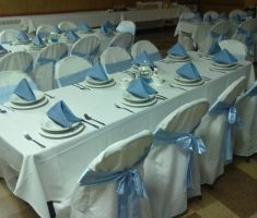 white folding chair covers with blue ribbons