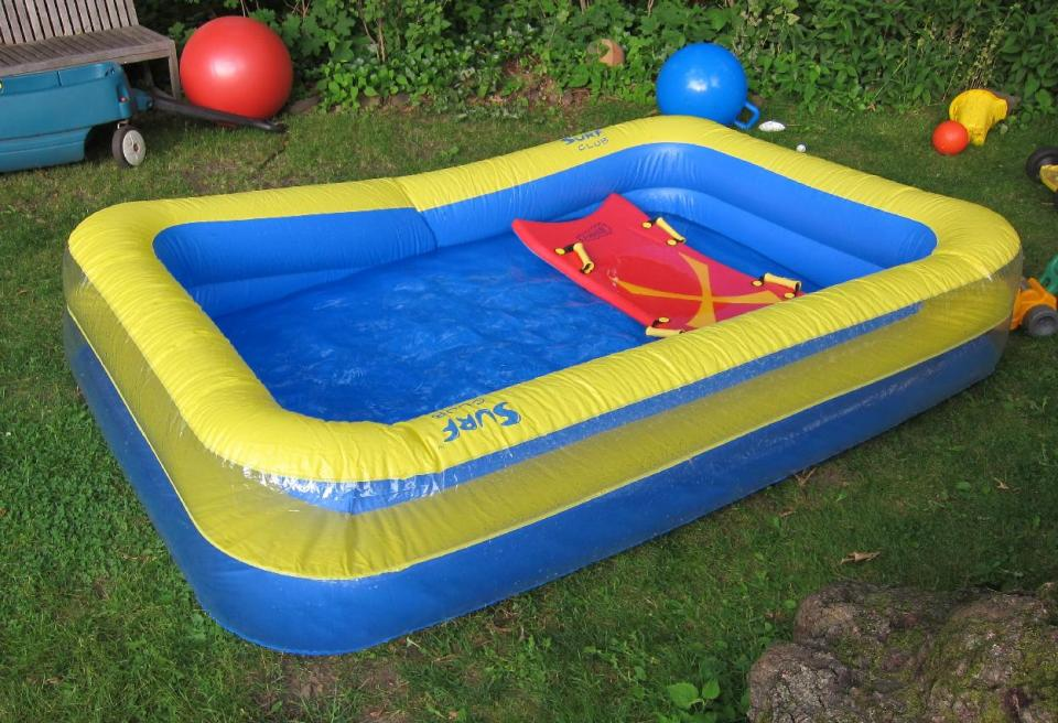 plastic garden pool make family atmosphere more cheerful