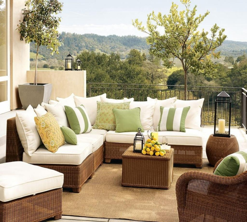 rattan-corner-sofa-for-oudoor-living-room-and-white-cushions