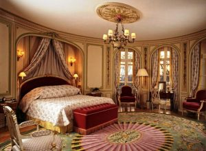 royal-luxurious-romantic-bedroom-decor