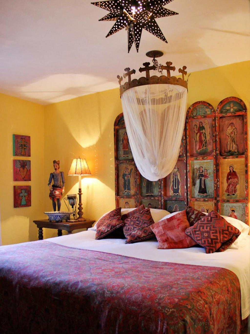 Rustic mexican interior design bedroom for mexican style for Interior design and home decor