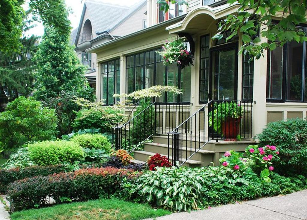 Beautiful landscaping ideas for front yard for Front patio landscaping ideas