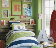 boys room ideas with alphabets decor and green theme wall