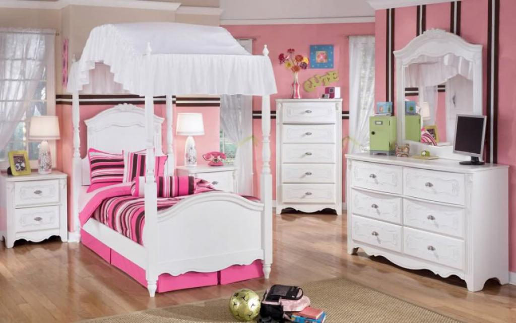 Cute small canopy bed white bedroom furniture for girls for Girls bedroom furniture