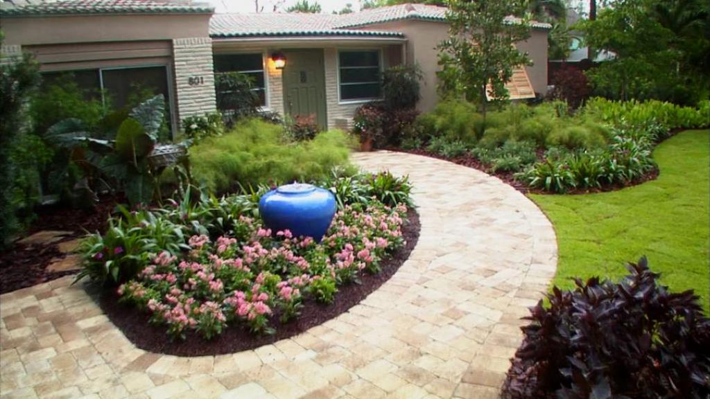 enchanting-landscaping-ideas-for-front-yard-with-pebbles-and-plantings
