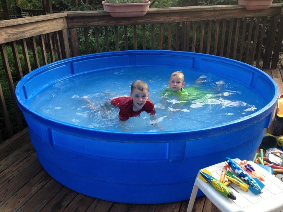 Hard plastic garden pool for kids for Plastic garden pool