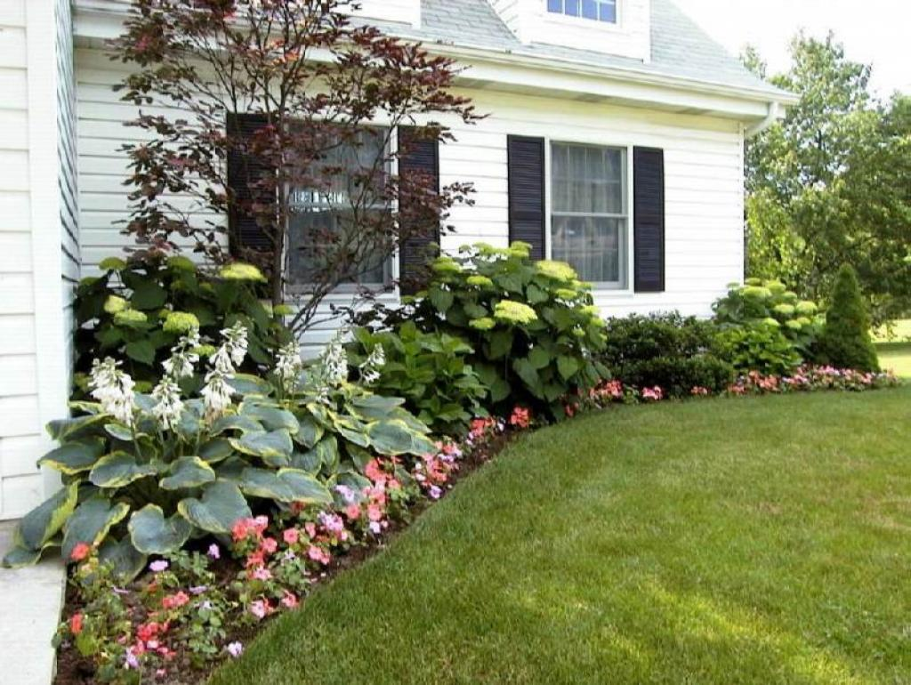 Landscaping ideas for front yard of a ranch style house for Flower ideas for front yard