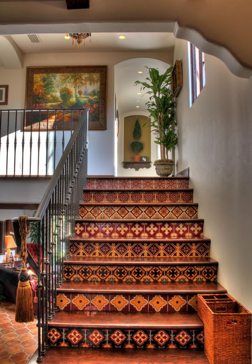 Mediterranean spanish style homes interior stairs decor for Spanish mediterranean decor