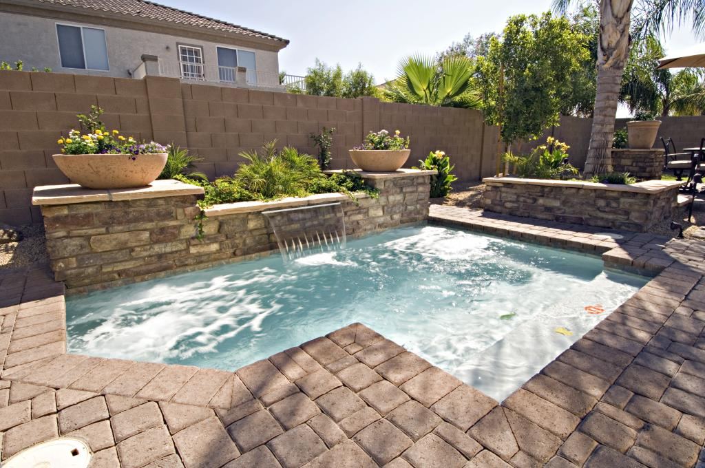 modern-inground-swimming-pools-for-small-backyards