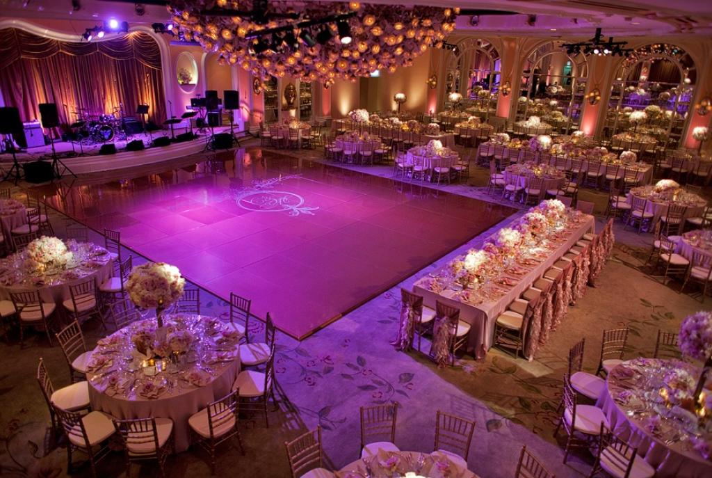 Modern purple reception wedding room decorations in hotel for Wedding reception room decoration ideas
