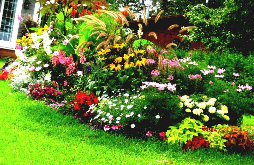 Beautiful landscaping ideas for front yard for Colorful front yard garden plans