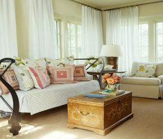 rustic-classic-small-space-decoration-with-whtie-curtains