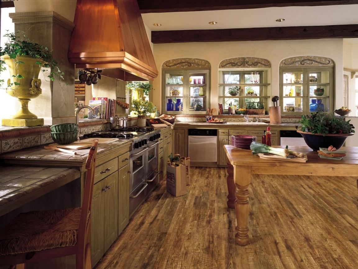 Rustic laminate flooring kitchen country farmhouse kitchen for Country kitchen flooring