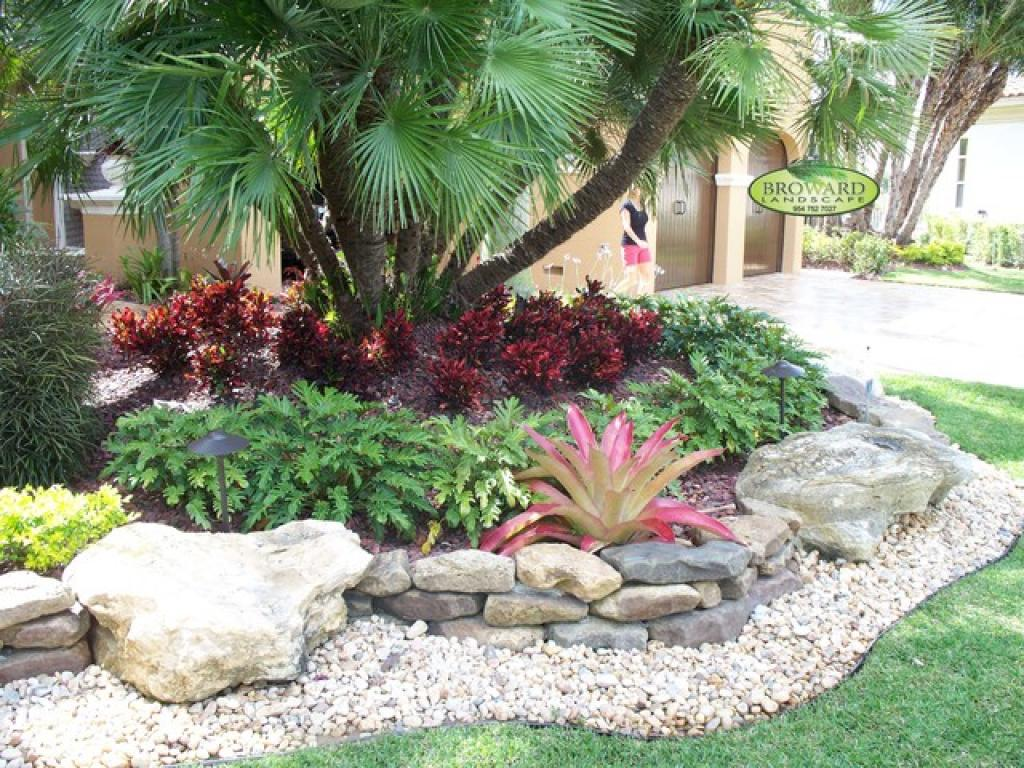Beautiful landscaping ideas for front yard for Front yard garden design ideas