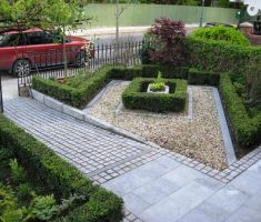 trendy small landscaping ideas for front yard with pebbles and plantings