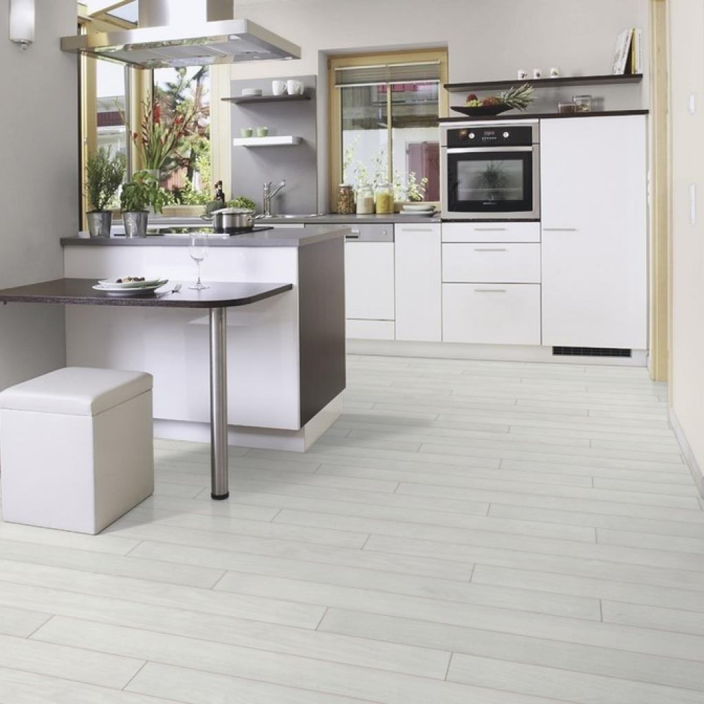 Graue Küche Mit Holzboden: White-grey-laminate-flooring-kitchen
