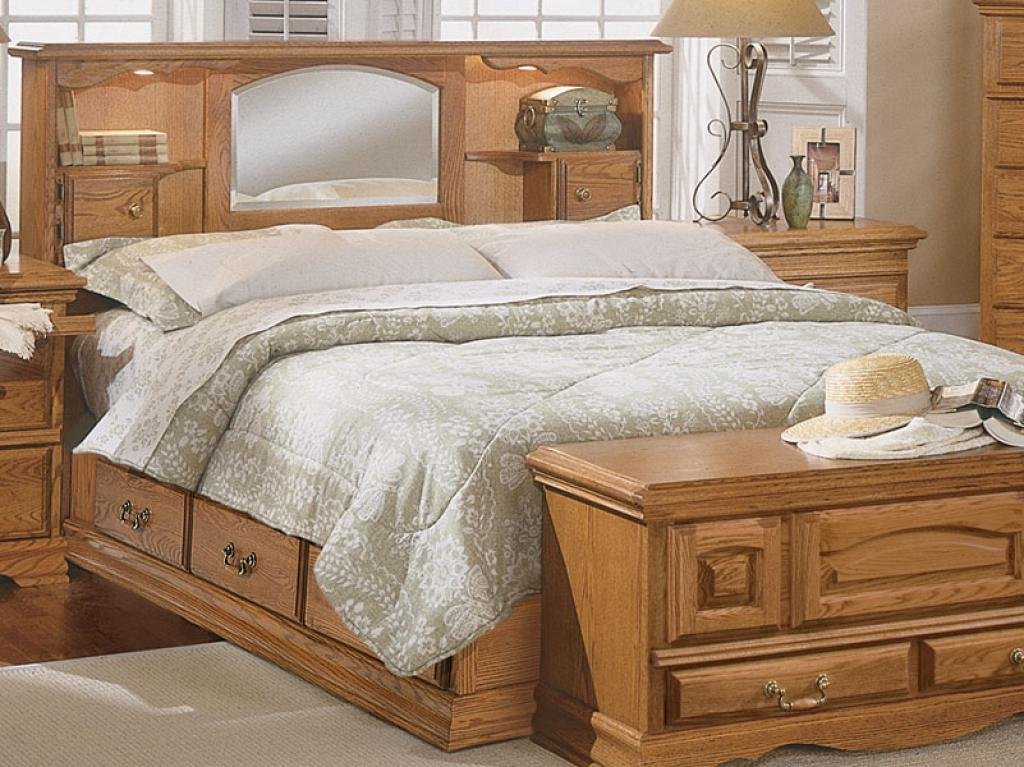 Wooden bed with mirrored headboard bedroom set home for Bedroom set with mirror headboard