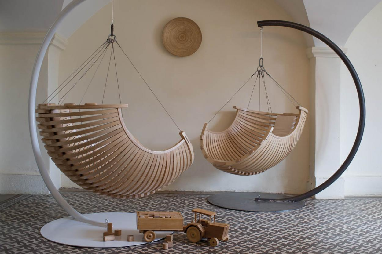 Modern and elegant wood hanging chair for modern interior for Chairs that hang from the ceiling ikea