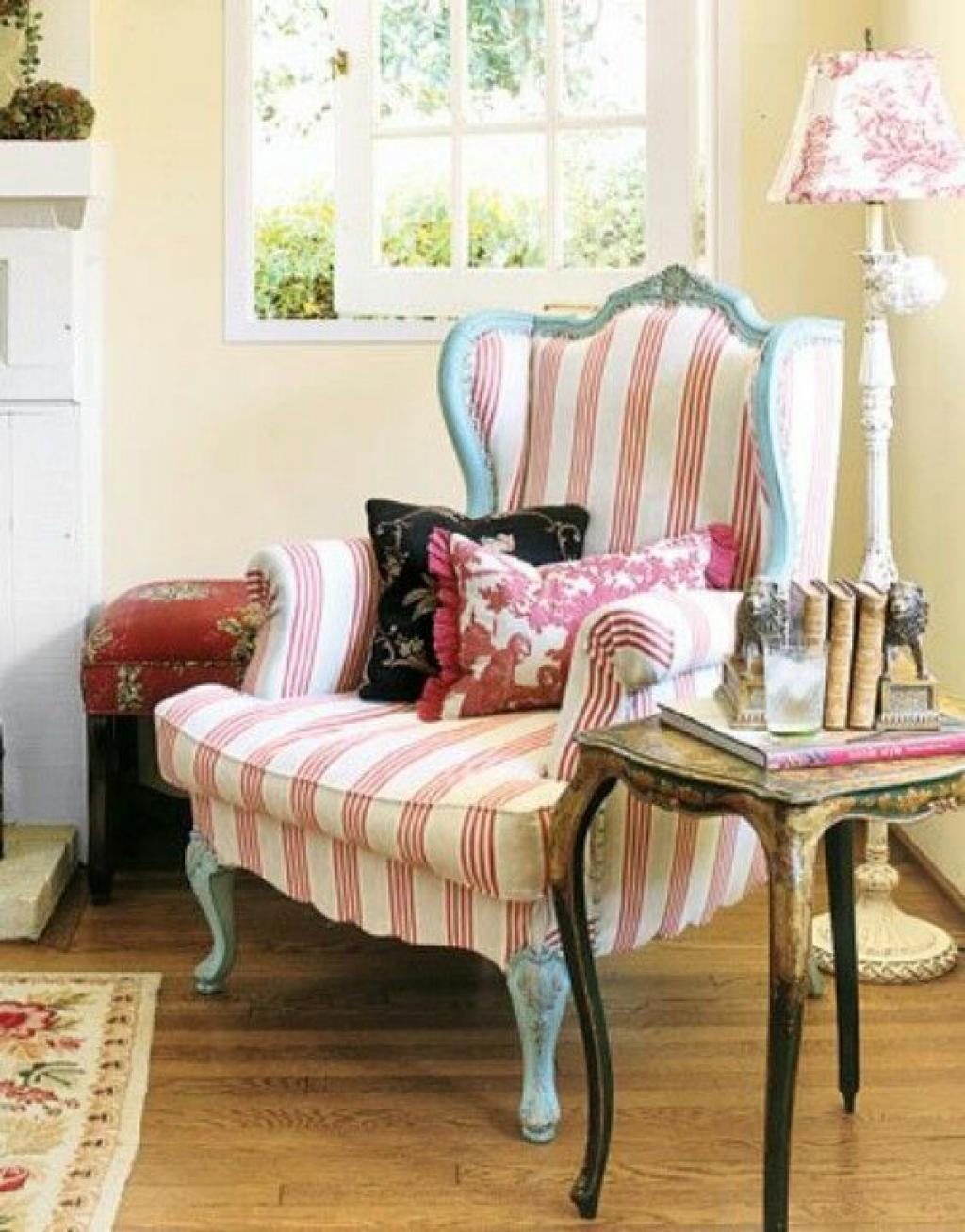 Beautifull Stripped Classic Corner Reading Chair for Women and Girl