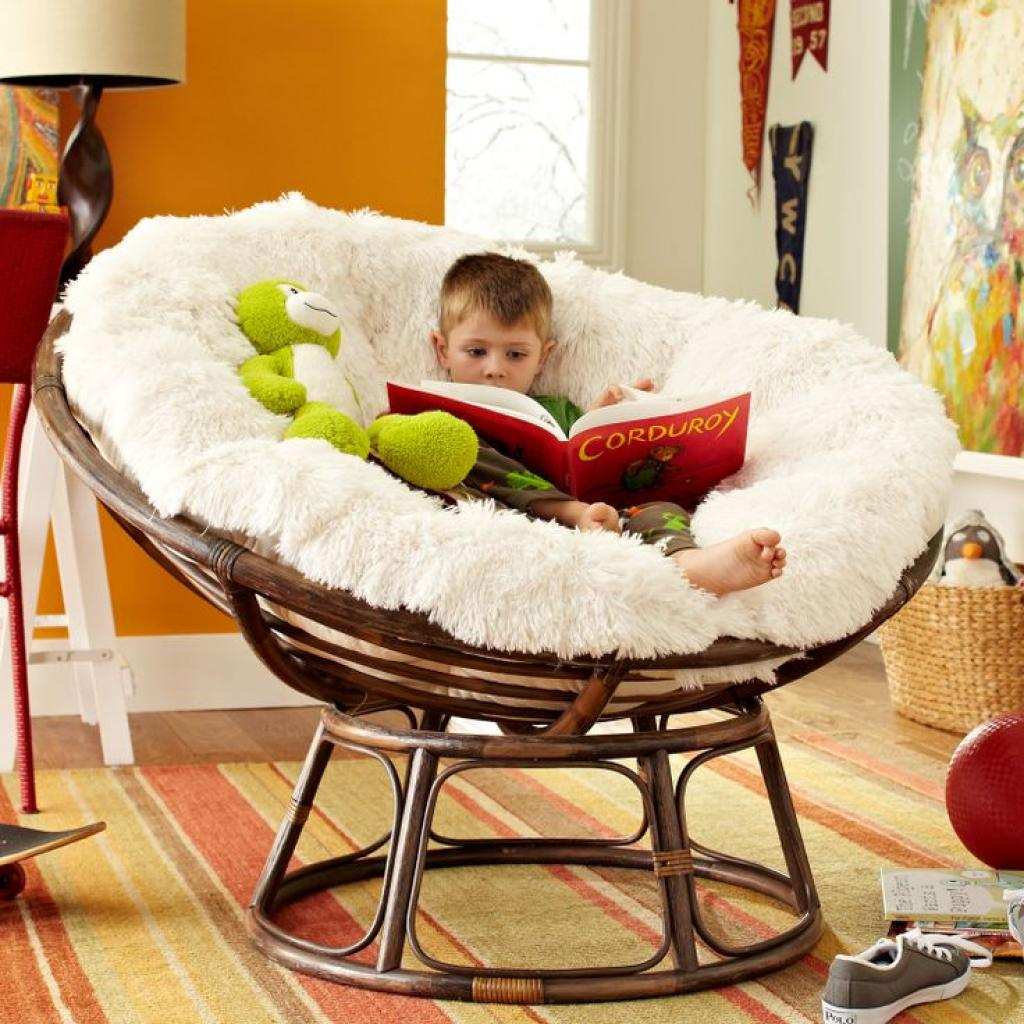 Cofy Rattan Papasan Reading Chair with White Fur
