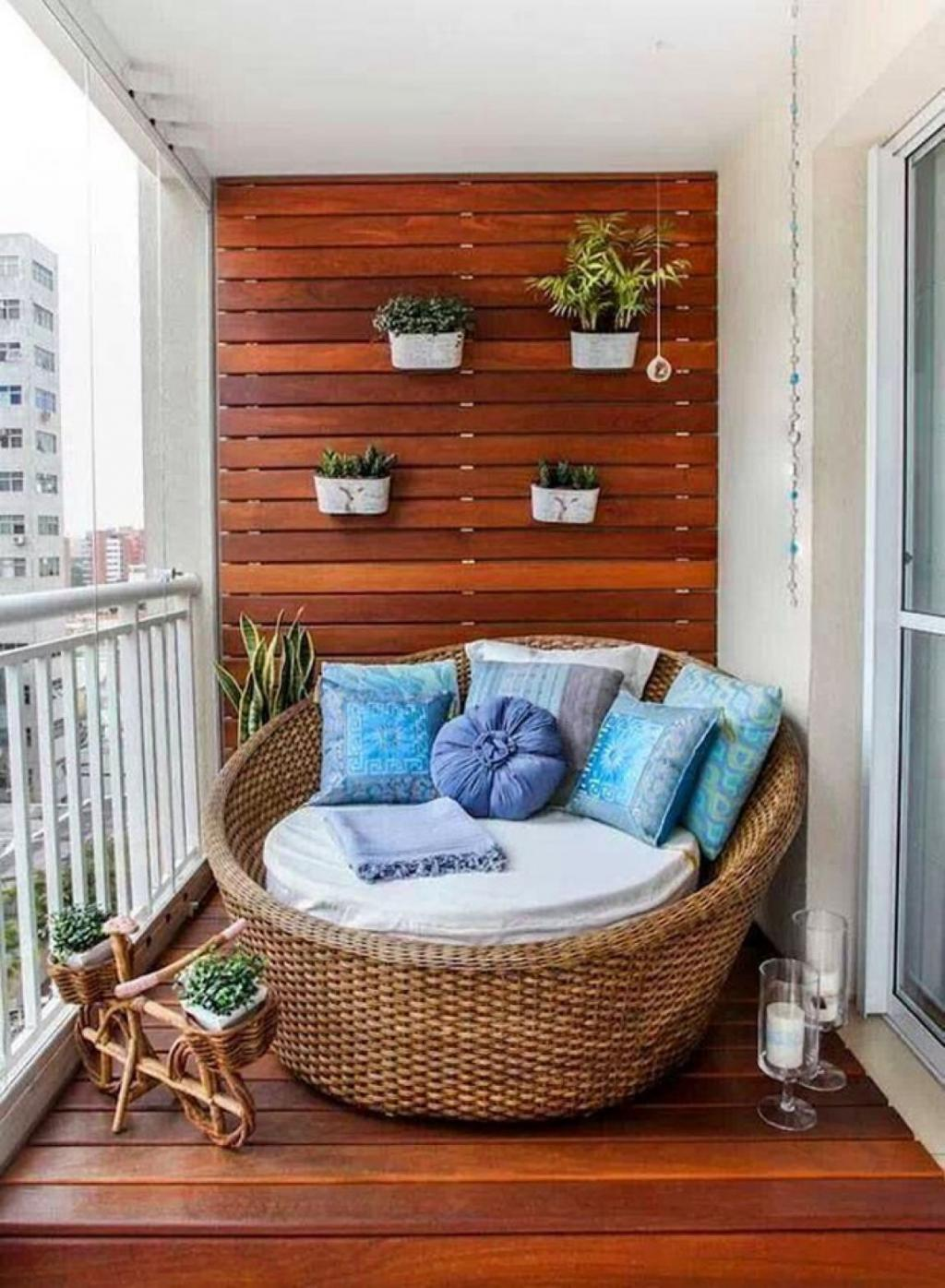 Comfy Papasan Reading Chair with Rattan Chairfor Comfortable Reading Place