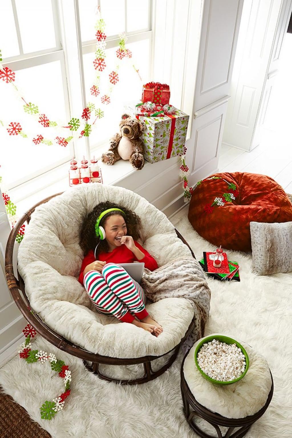 Comfy White papasan Reading Chair
