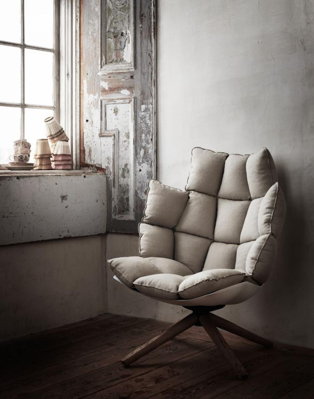 Contemporary Reading Chair with Vilntage Theme Room