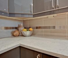 Best White Quartz Countertop Contemporary Kitchen Design Beige Backsplash