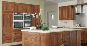 appealing-modern-wooden-kitchen-with-walnut-kitchen-cabinets