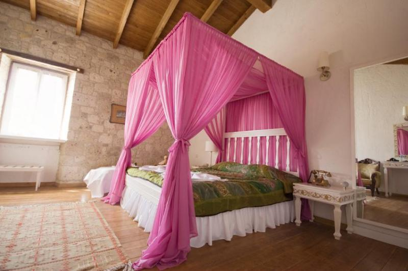 diy-pink-curtain-for-modern-canopy-beds