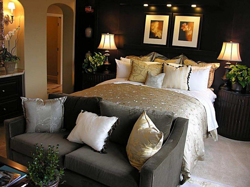 thick-master-bedrooms-decoration-for-small-room-with-dark-color-theme