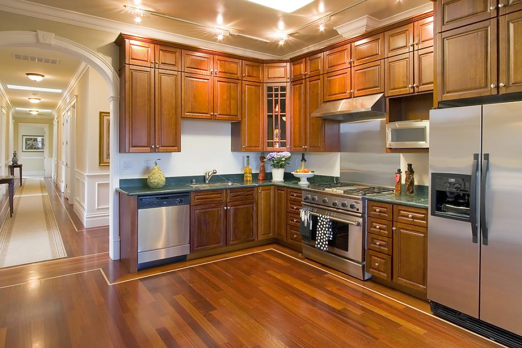 fabulous-kitchen-remodelling-wood-cabinet-and-dark-hardwood-l-shape