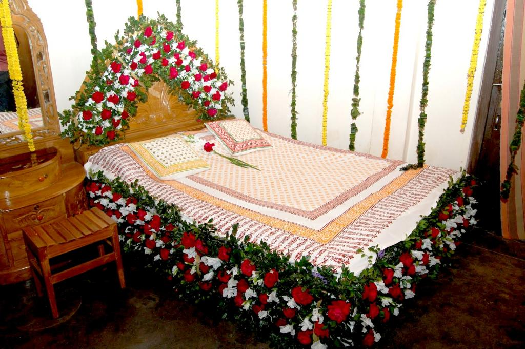simple-bedroom-wedding-room-decorations-with-flower-carving-bed