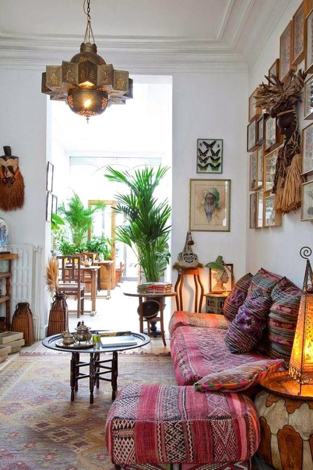 small-living-room-with-bohemian-interior-design-ideas